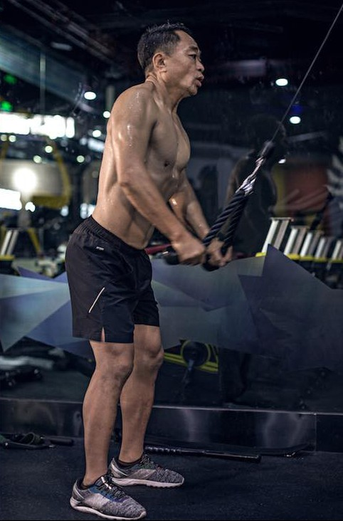 一家减肥成果超励志!乖仔先增肥10kg再陪爸爸地狱式