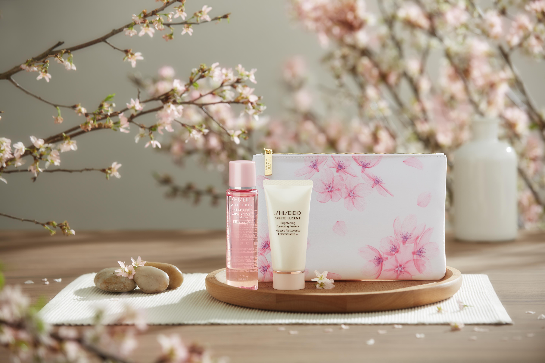 以櫻花亮肌迎接白色情人節約會!在浪漫滿溢的櫻花季,締造你的美透白肌吧〜