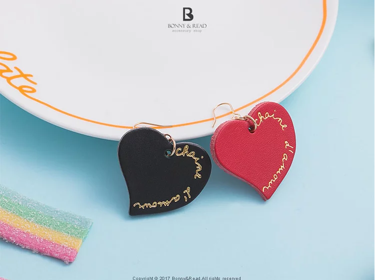 Bonny & Read https://www.bonnyread.com.tw/products/alices-heart-earrings
